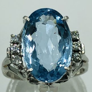 Platinum 4.50cts Aquamarine & 6 Diamond Ring
