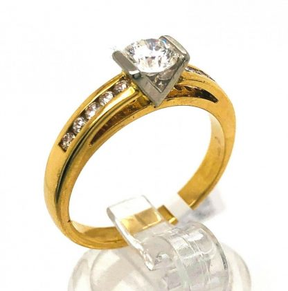 18ct Yellow Gold 11 Diamond Ring with Valuation