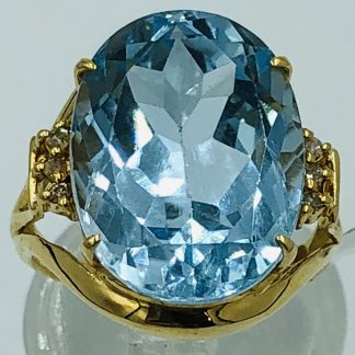 18ct Yellow Gold 9.0ct Aquamarine & Diamond Ring with Valuation