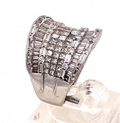18ct White Gold 156Diamond Ring with Valuation