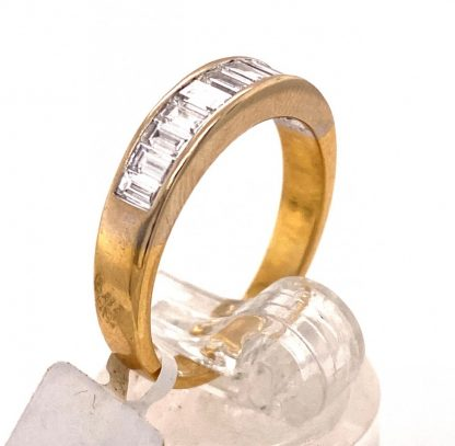 18ct Yellow Gold 11 Diamond Ring