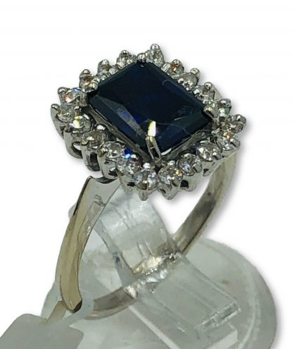 18ct White Gold Blue Sapphire Ring