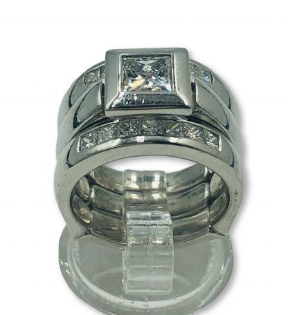 18ct White Gold Green Sapphire & Diamond Ring With Valuation