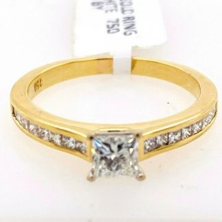 18ct Yellow Gold 17 Diamond Ring with Valuation